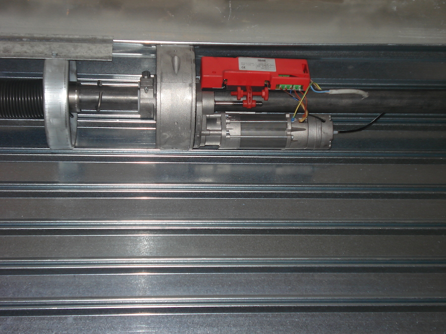 Motores de puertas metálicas