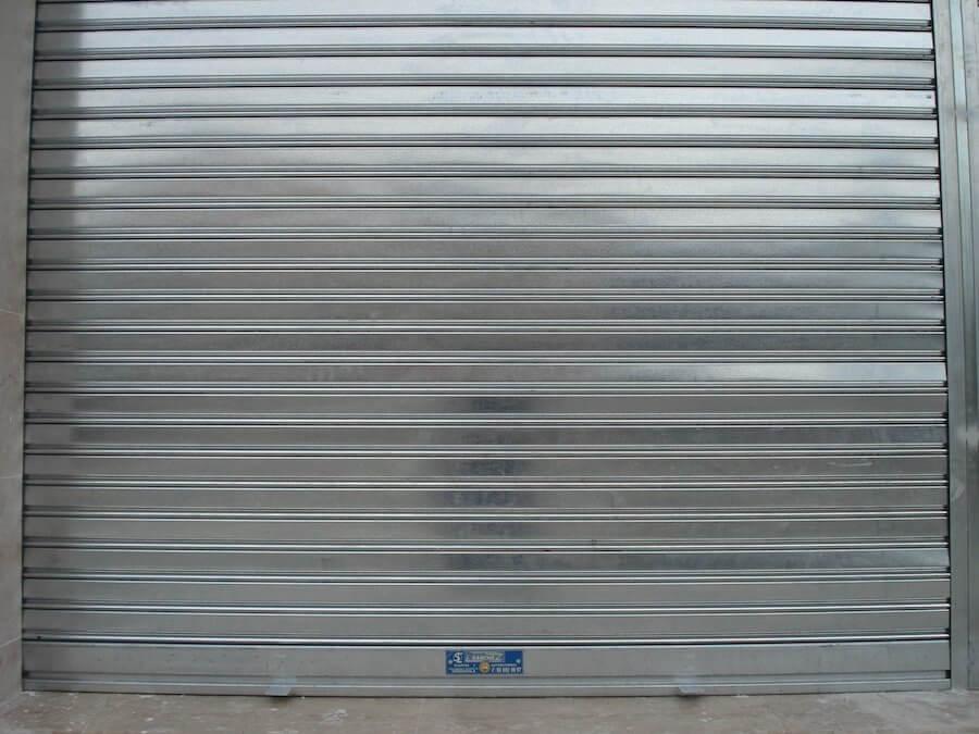 Puertas metálicas enrollable lama ciega