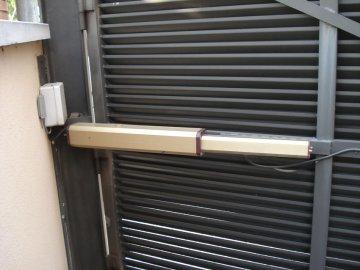 Motor puerta batiente diseño