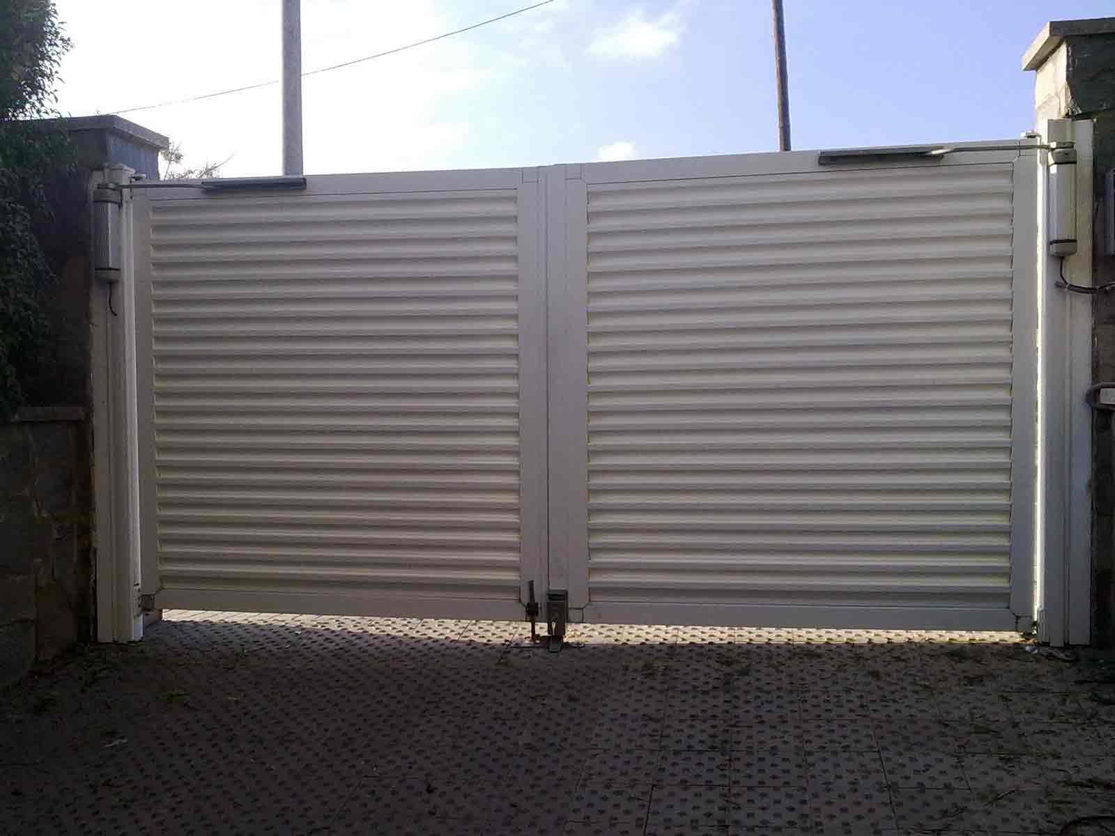 Puerta de garaje batiente