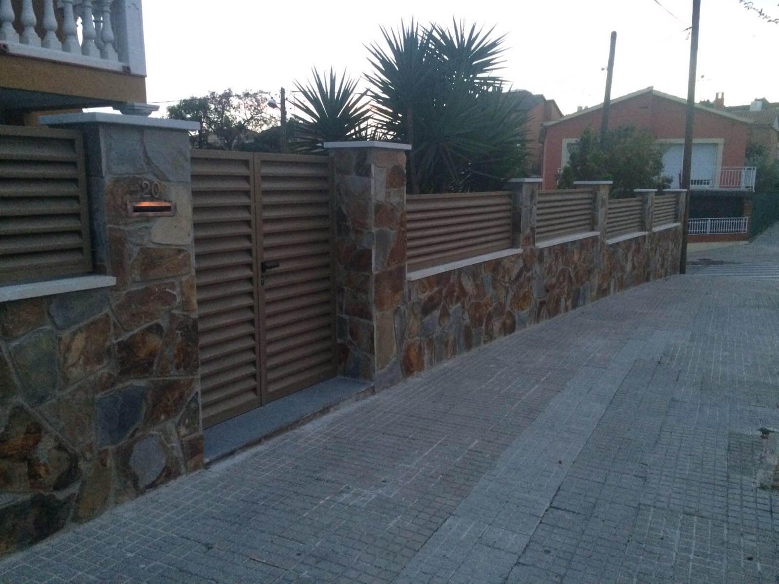 Puertas y vallas en Badia del Vallès