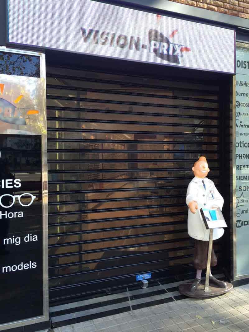 Puerta microperforada lacada en negro para Vision Prix