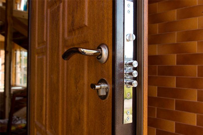 cerradura puerta madera blindada
