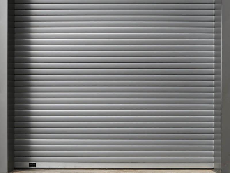 como-elegir-puerta-seguridad-vivienda-negocio-puerta-enrollable