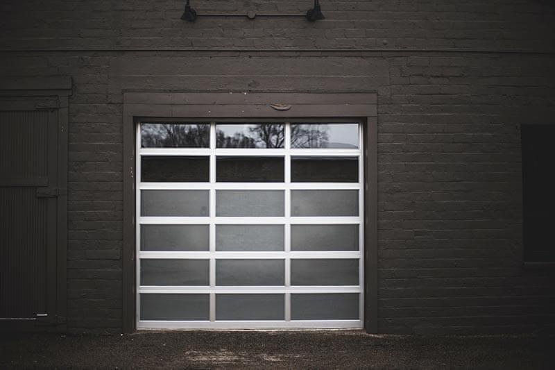 mantenimiento-puertas-automaticas-negro-blanco
