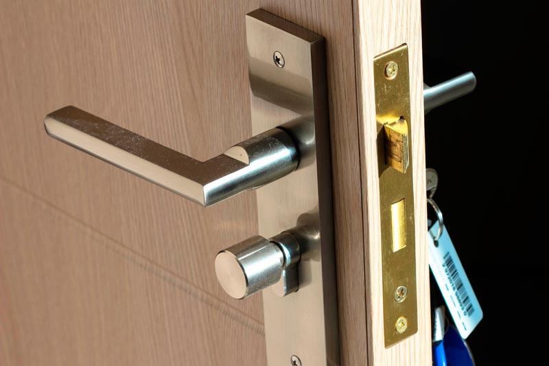 tipos-cerraduras-puertas-metalicas-multipunto