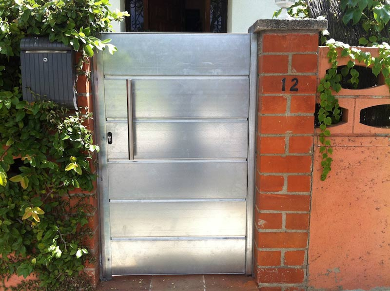 Puertas residenciales metálicas