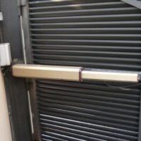 Motor de puerta batiente